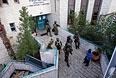 Сотрудники спецслужб Израиля у синагоги.