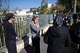 Жительницы Иерусалима недалеко от места происшествия.