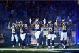 """Игроки команды """"Сент-Луис Рамс"""" перед игрой выражают поддержку протестующим в Фергюсоне"""