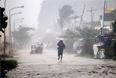 В результате сильного ветра и проливного дождя Долорес и несколько близлежащих населенных пунктов лишились электроэнергии, были повалены деревья