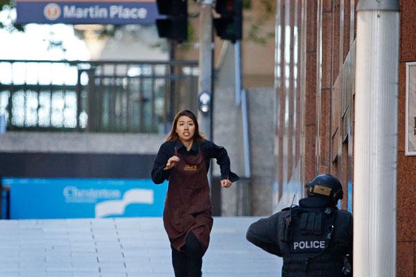 Одна из заложниц, которой удалось сбежать из захваченного кафе