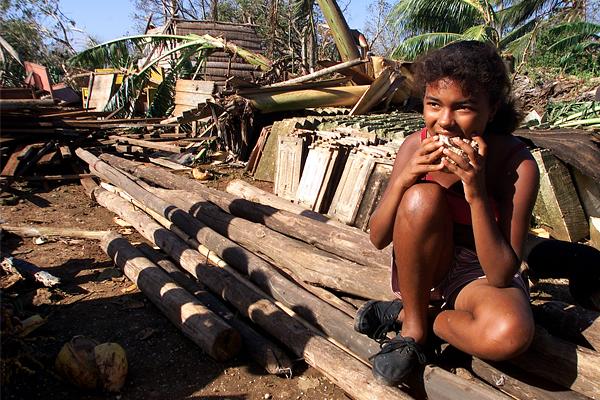 """В ноябре 2001 года впервые за более чем 40 лет США отправили на Кубу партию продовольствия. Дело в том, что на Остров Свободы обрушился ураган """"Мишель"""", разрушивший тысячи домов. Однако Фидель Кастро отказался принимать гуманитарную помощь безвозмездно, и в итоге она была оплачена."""