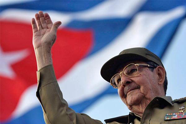 В феврале 2008 года Рауль Кастро официально сменил своего брата Фиделя во главе кубинского государства и с тех пор успел провести в стране ряд важных либеральных реформ. В том же году новым президентом США был избран Барак Обама. В 2009 году он смягчил режим посещения Кубы для граждан США, имеющих там родственников, а также отменил для этой категории населения ограничения на денежные переводы на Кубу.