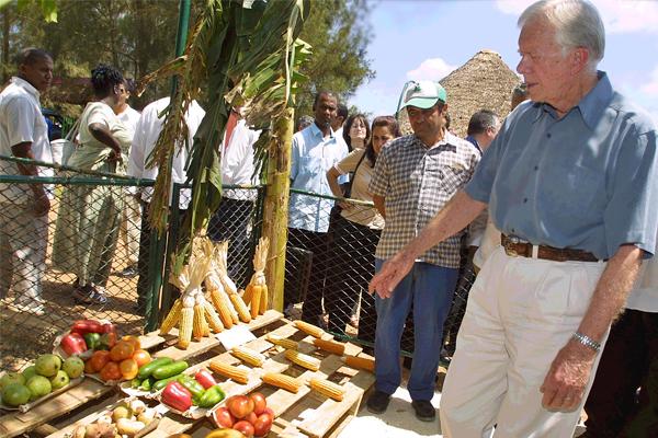 В 2002 году экс-президент США Джимми Картер прибыл на Кубу с пятидневным визитом с целью улучшить американо-кубинские отношения. Картер стал первым гражданином США, занимающим столь высокое общественное положение, который посетил Остров Свободы после 1959 года.