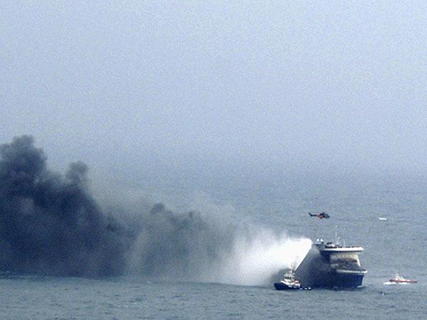 28 декабря на пароме Norman Atlantic под итальянским флагом, который следовал из Греции в Италию, вспыхнул пожар на автомобильной палубе, где находилось более 200 машин. Всего на борту парома находились 411 пассажиров и 55 членов экипажа.