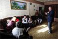 """С начала вооруженного конфликта на востоке Украины погибли около 7 тысяч человек, заявил полномочный представитель самопровозглашенной Донецкой народной республики на минских переговорах Денис Пушилин (отсутствует на фото).  """"По самым скромным подсчетам, это 7 тыс. человек"""",- сказал Пушилин на пресс-конференции в Москве в понедельник. Он отметил, что 80-90% от этого числа - мирные жители, остальные - бойцы ополчения."""