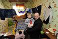 Число внутренних переселенцев на Украине составило 466 тыс человек, сообщил первый замминистра социальной политики Виталий Мужчинин в ходе заседания украинского правительства.  По его словам, на учет поставлены 212 тысяч переселенцев, из них 20 тысяч находятся в Киеве.