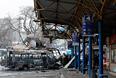 Сгоревшая маршрутка на станции в Донецке, 11 февраля
