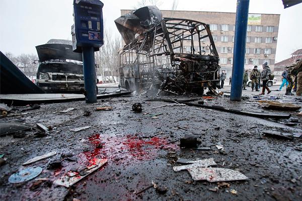 Последствия обстрела автостанции в Донецке, 11 февраля