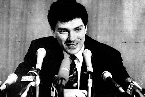 """1996 год. Борис Немцов решительно отвергает возможность своего участия в президентской гонке. Об этом он заявил на пресс-конференции 12 февраля, которую провел после того, как за выдвижение его как единого кандидата от демократических сил призвал лидер партии """"Демократических выбор России"""" Егор Гайдар."""