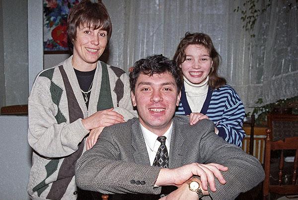 1996 год. Борис Немцов с женой Раисой и дочерью Жанной.