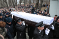 Вынос гроба с телом политика Бориса Немцова по окончании церемонии прощания