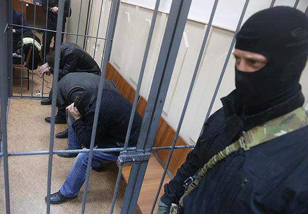 Оппозиционер и бывший вице-премьер Борис Немцов был убит в ночь на 28 февраля в центре Москвы. Следственный комитет России рассматривает несколько версий убийства политика, включая политический и бытовой мотивы.