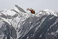 Вертолет, участвующий в поисково-спасательной операции в Альпах в районе крушения Airbus A320