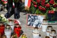 Цветы и свечи на месте крушения самолета президента Польши под Смоленском