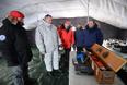 Заместитель председателя правительства РФ Дмитрий Рогозин (второй слева) и министр природных ресурсов и экологии РФ Сергей Донской (третий слева) на открытии дрейфующей станции
