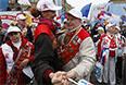 Участники шествия профсоюзов, посвященного Дню международной солидарности трудящихся, на Красной площади