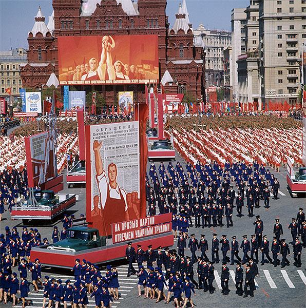 Праздничная первомайская демонстрация и парад. Москва, 1975 год.