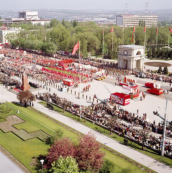 Первомайская демонстрация в Кишиневе. 1977 год.