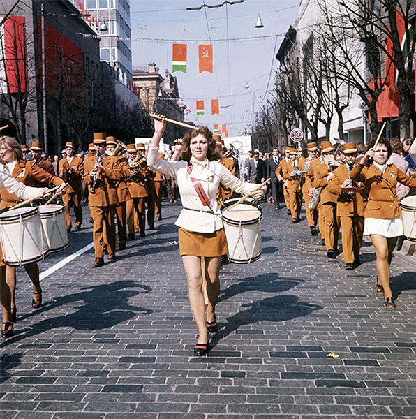 Вильнюс. Первомайская демонстрация трудящихся на улицах города. 1977 год.