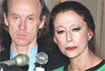Майя Плисецкая и ее бывший партнер по сцене Борис Акимов во время пресс-конференции накануне гала-концерта, посвященного 75-летию великой балерины. 2000 год.