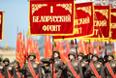 Военнослужащие во время военного парада на Красной площади