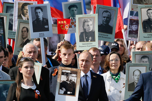http://www.interfax.ru/ftproot/photos/photostory/2015/05/09/polk7_600.jpg
