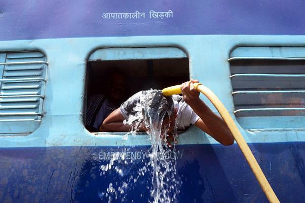 Наиболее высокие температуры зафиксированы в южных штатах Телангана и Андхра-Прадеш