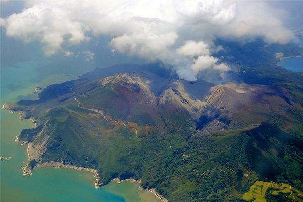 Метеорологическое агентство Японии уже присвоило извержению пятый, самый высокий уровень опасности
