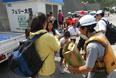 В 10 часов утра по местному времени вызванный извержением пирокластический поток добрался до берега, из-за чего была объявлена эвакуация жителей острова