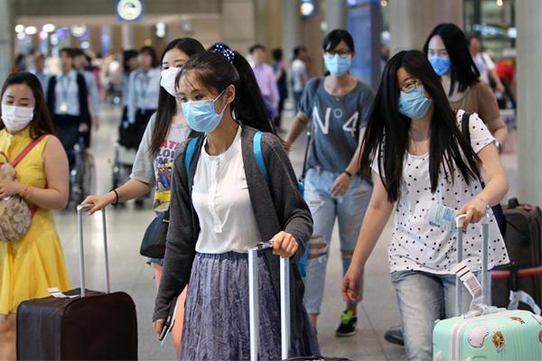 Из-за угрозы заражения отменили свои поездки в Южную Корею более 7 тысяч туристов, преимущественно из Китая и других азиатских стран.