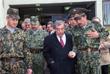 Министр иностранных дел РФ Евгений Примаков (в центре), генерал-майор Владимир Казанцев (справа)  во время посещения миротворческой бригады РФ в Сербии, март 1998 год
