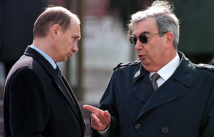 Премьер-министр России Евгений Примаков  и директор Федеральной службы безопасности РФ Владимир Путин, май 1999 год