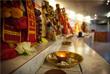 Свечи в память о погибших в индуистском храме в Нидерландах