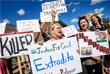 В среду перед зданием больницы прошел митинг, на котором собрались более сотни зоозащитников, которые требовали справедливого наказания для врача.