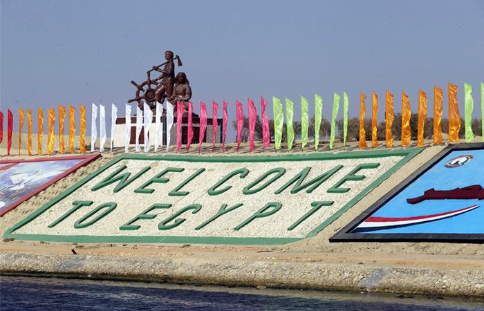 Проект нового Суэцкого канала состоял в расширении, углублении текущего и создании параллельного тракта. Суэцкий канал обеспечивает 7% мирового морского грузооборота, а для Египта является вторым после туризма источником валютной выручки.