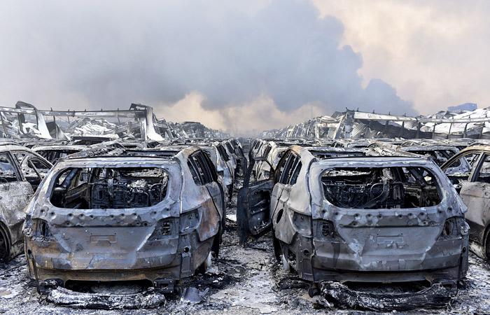 В результате взрыва были повреждены более тысячи автомобилей