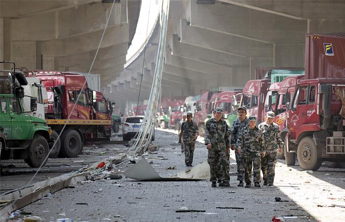 В спасательных работах принимали участие около 1 тысячи пожарных и более 1 тысячи народных ополченцев