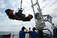 """Президент совершил погружение на глубоководном аппарате РГО """"С-explorer 3"""", который является одним из самых многофункциональных научно-исследовательских подводных аппаратов на сегодняшний день. Аппарат исполнен в форме катамарана из прочного акрилового корпуса с 360-градусным обзором. Рассчитан на экипаж из трех человек (два исследователя и пилот). Время автономной работы - 16 часов."""