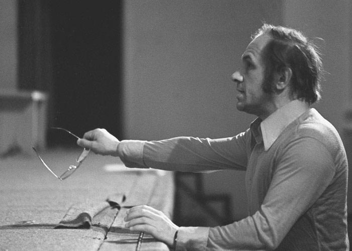 Лев Дуров во время репетиции в театре на Малой Бронной. 1977 год.