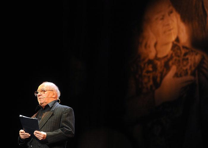 """Лев Дуров на концерте """"Свет блуждающей звезды"""" памяти Соломона Михоэлса в Театре на Малой Бронной. 2010 год."""
