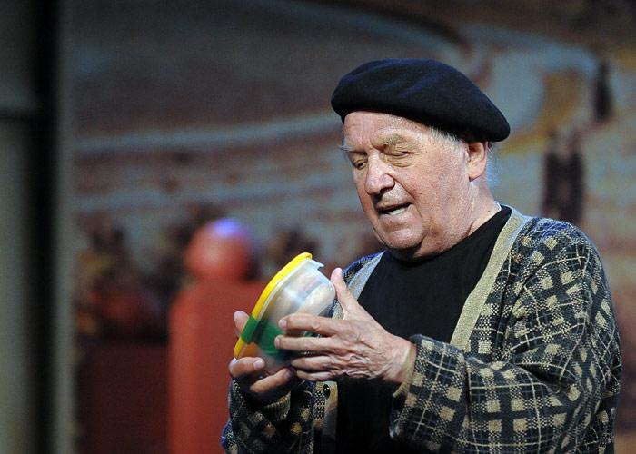 """Лев Дуров в спектакле """"Я не Раппопорт"""" на сцене театра на Малой Бронной. 2008 год."""