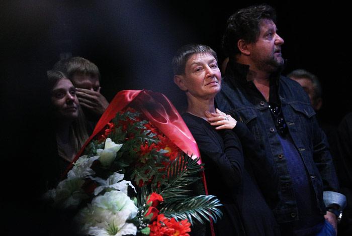 Дочь Льва Дурова Екатерина Дурова (в центре) и актер Александр Самойленко (справа)