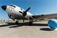 Редкий гость: Дуглас С-47. Такие самолеты СССР получал от США по ленд-лизу.