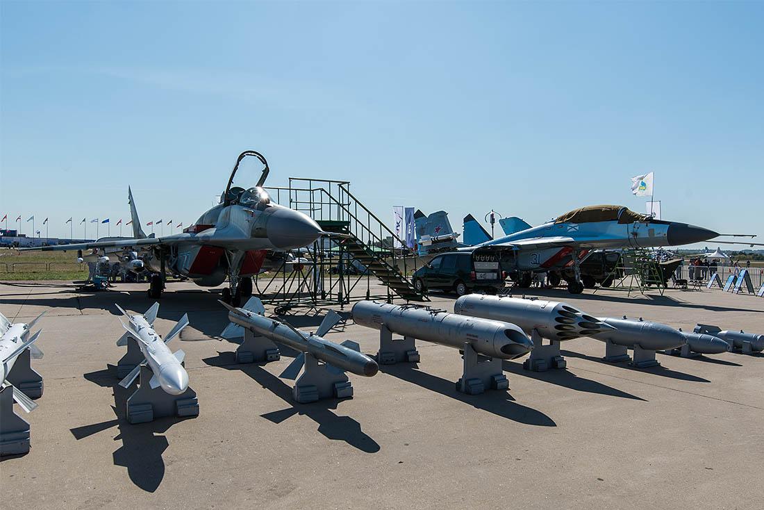 Авиасалон МАКС в двенадцатый раз распахивает двери перед посетителями. В день открытия салон посетил и президент России.