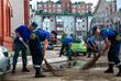 """Силы МЧС помогают горожанам справиться с последствиями наводнения: откачивают воду из подвалов домов, осуществляют уход за животными, эвакуированными из зоопарка """"Зеленый остров"""", а также оказывают адресную помощь пострадавшим"""