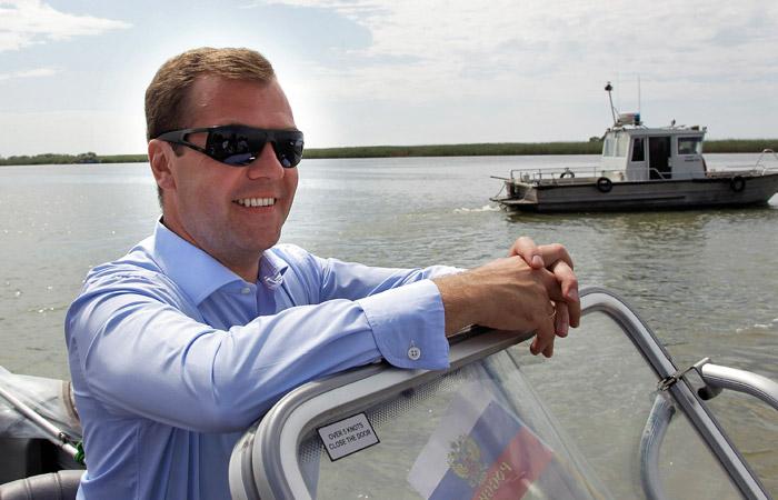 Премьер-министр РФ Дмитрий Медведев на Волге