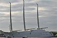 Корабль высотой около 91 метра имеет восемь палуб и рассчитан на 20 гостей и 54 человека экипажа. Длина яхты 142 метра.