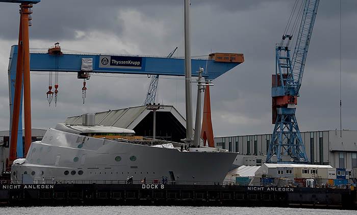 Помимо парусов яхта оснащена гибридной дизель-электрической силовой установкой, позволяющей развить максимальную скорость 24 мили в час. Крейсерская скорость составляет 18 миль в час.