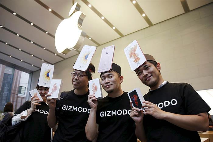 iPhone 6s работают на новом процессоре A9, который на 70% быстрее своего предшественника A8. Основная камера новых iPhone 6s - iSight на 12 мегапикселей, фронтальная камера FaceTime - на 5 мегапикселей.